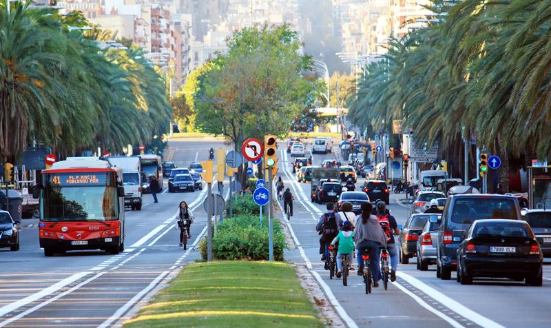 Carril bici en la calle marina desde avenida icaria barcelona - Calle marina barcelona ...