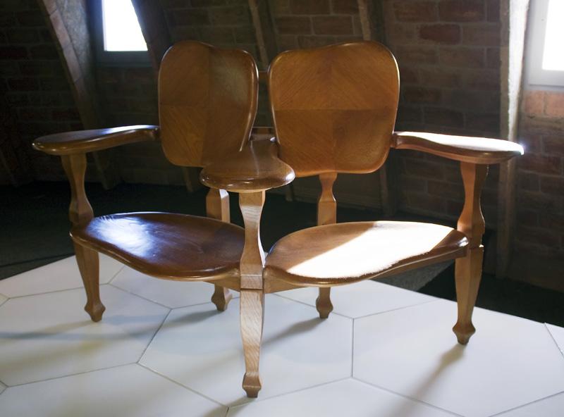 Sillas de gaud en el museo de la casa mil de barcelona - Aticos en silla ...