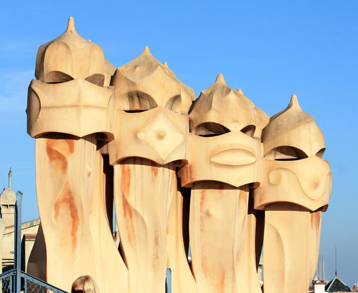 Najpoznatije svetske arhitekte Casa-mila-chimeneas-2