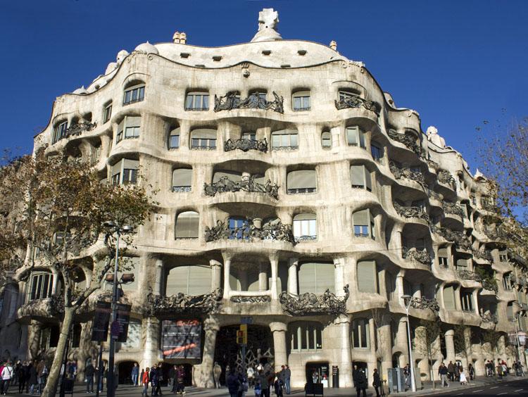 Casa mila by antoni gaud paseo de gracia barcelona - Casas de gaudi ...