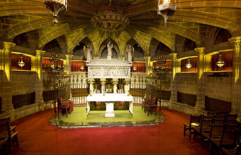 Interior de la cripta de la catedral de barcelona for Catedral de barcelona interior