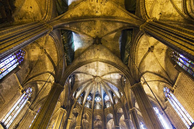 Interior de la catedral de barcelona b vedas de la nave y for Catedral de barcelona interior