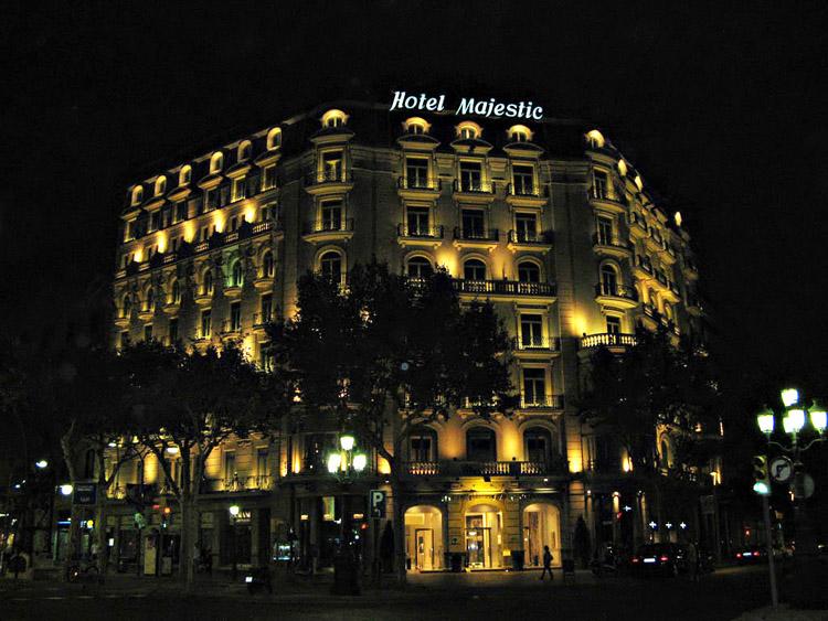 Vista del hotel majestic de noche paseo de gracia barcelona for Noche hotel barcelona
