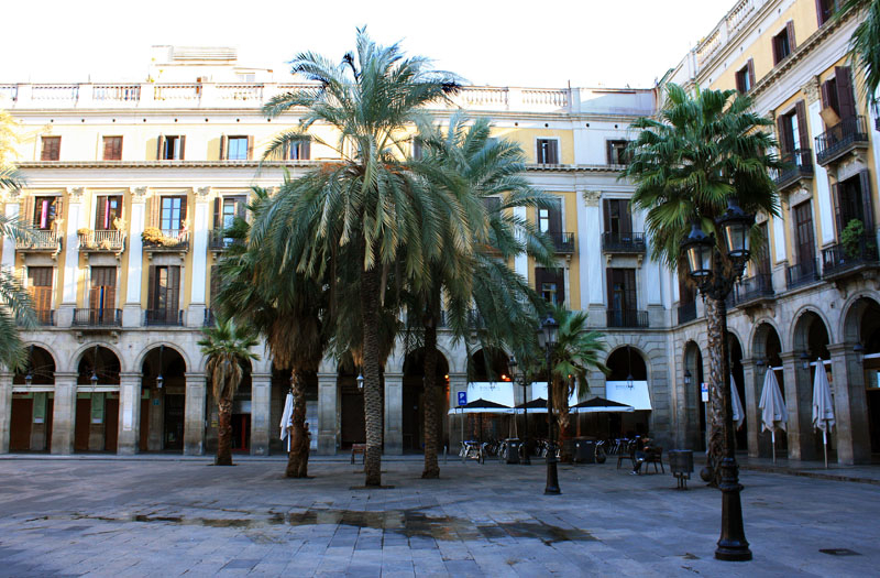 Otra foto de la plaza real plaa reial en el casco - Casco antiguo de barcelona ...