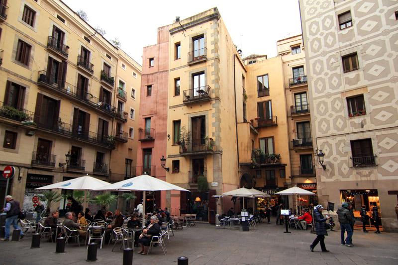 Plaza frente a la fachada de Santa Maria del Mar, Barcelona