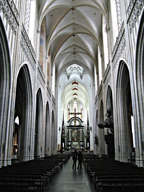 Interior de la catedral de amberes for Catedral de durham interior