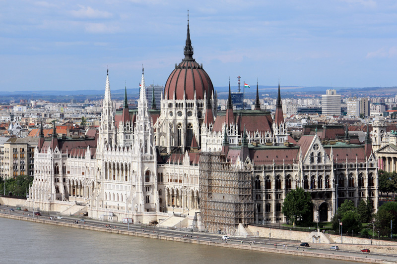 Vista general del parlamento de budapest desde el basti n for Foto del parlamento