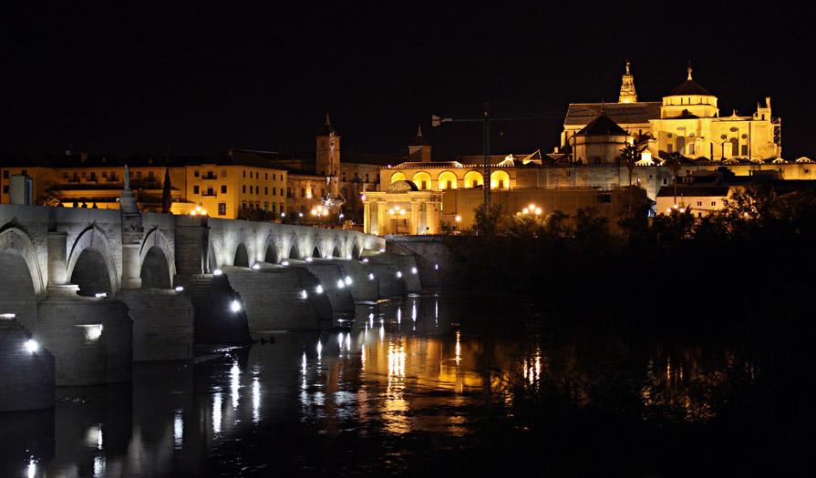 Puente romano con la mezquita al fondo c rdoba - Mezquita de cordoba visita nocturna ...