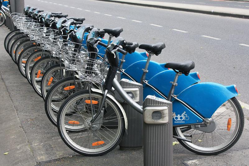 Bicicletas municipales de alquiler en su puesto de anclaje - Anclaje para bicicletas ...