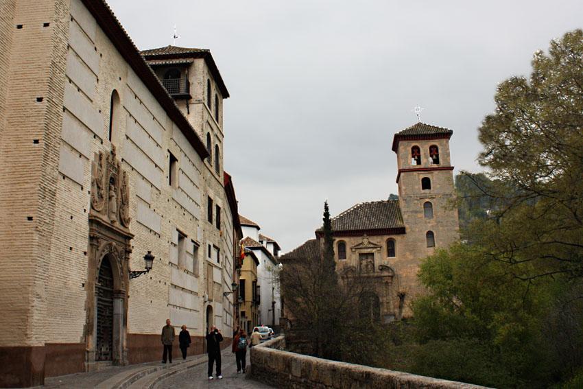 Iglesia de San Pedro y San Pablo. Granada, junto al Darro.