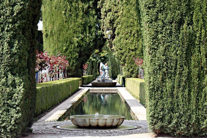 Acequia en los jardines bajos o nuevos generalife granada for Jardines generalife