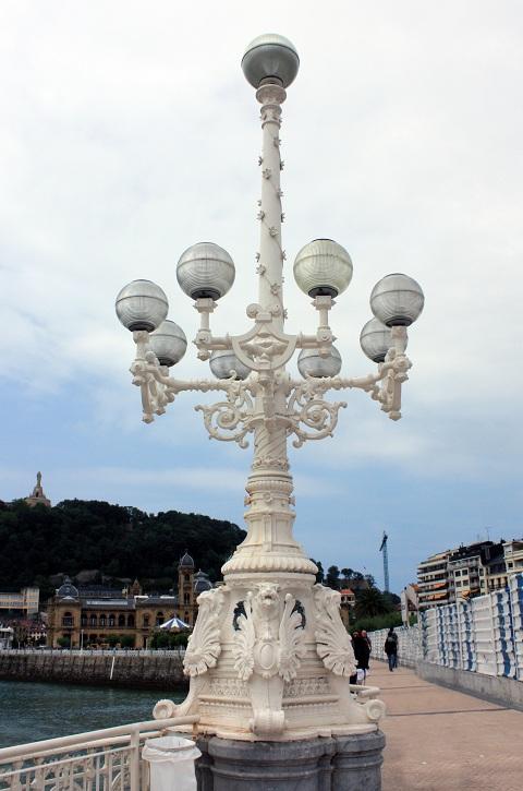 Farolas en el paseo Marítimo de La Concha, San Sebastián