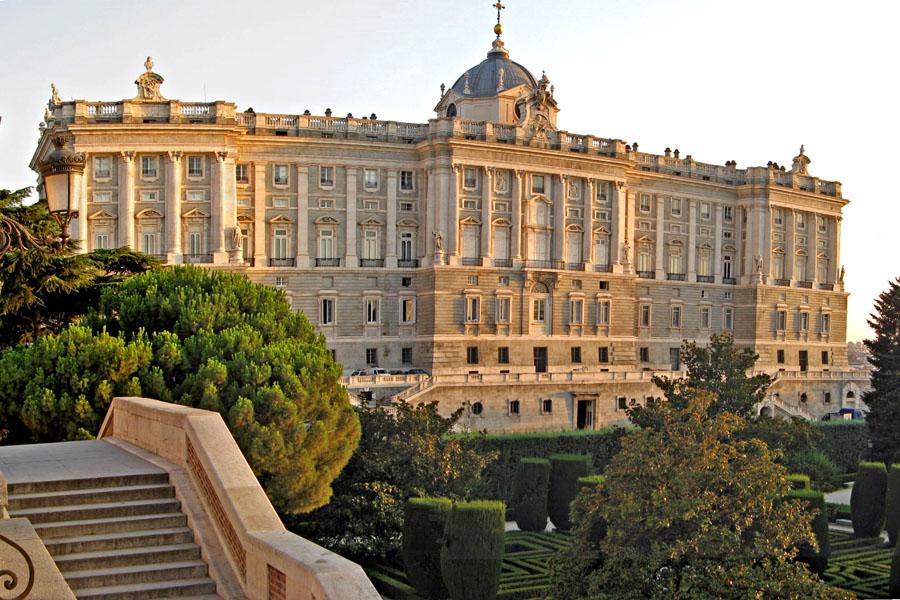 Palacio real hacia jardines de sabatini for Jardines de sabatini