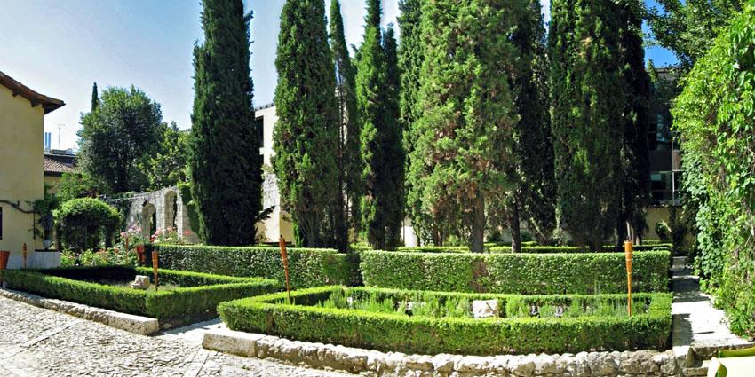 Jard n de casa museo jos zorrilla valladolid for Casa y jardin tienda madrid